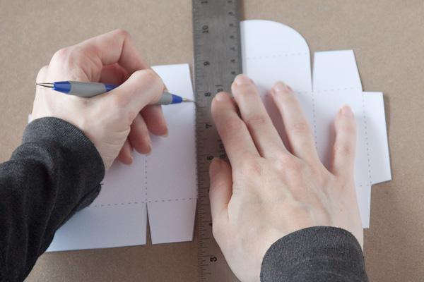 step1-diy-rosette-gift-box