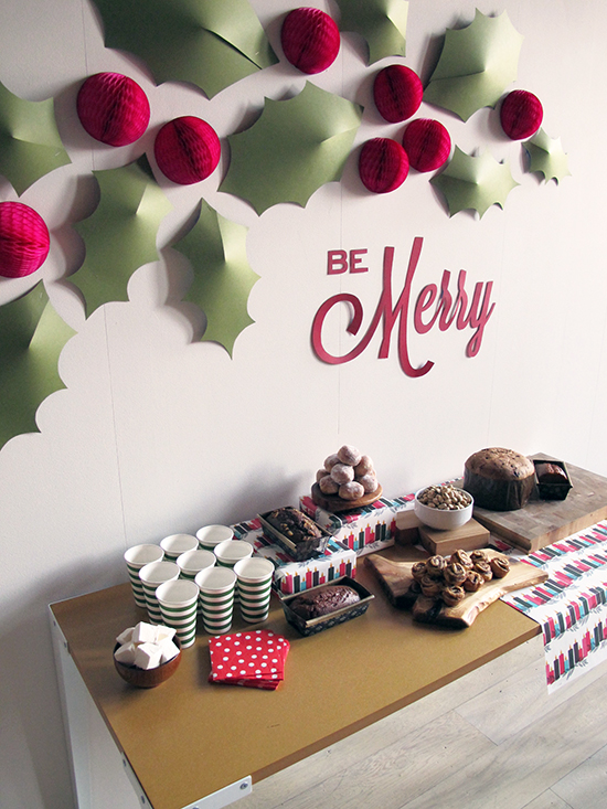 holly wall christmas decorations - Easy Paper Christmas Decorations
