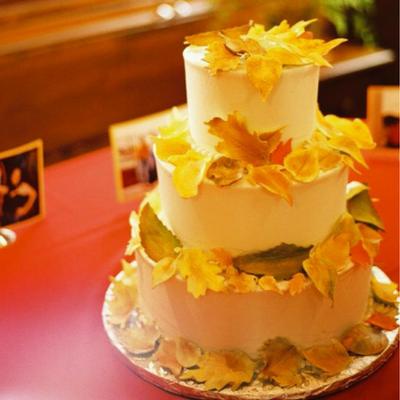 autumn wedding guide foliage theme leaf decoration