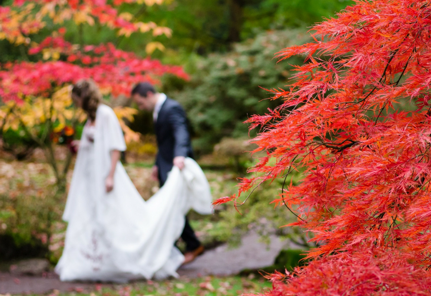 autumn fall wedding guide themes woodlands foliage leaves harvest halloween
